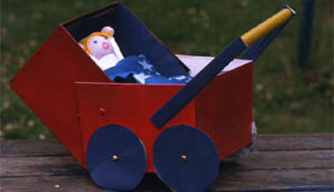 Puppenwagen aus Schuhkarton und Küchenrolle: Spazierfahrt mit Puppe ...