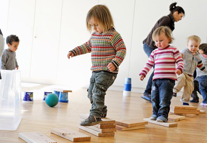 bewegungsangebote für kinder unter 3  praxisideen