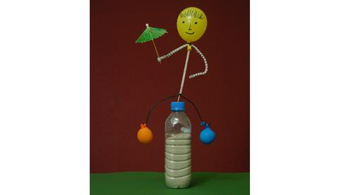 Bastelexperiment zum Gleichgewicht: Lustiges Schaukelmännchen