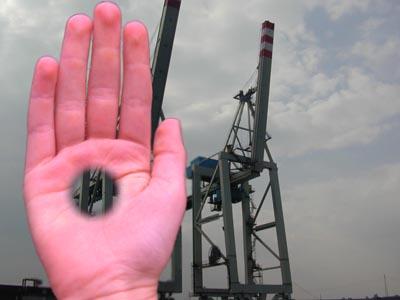 Das räumliche Sehen erforschen: Loch in der Hand 3