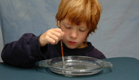 Experiment mit Aluminiumpulver: Strudel, Wirbel und Spiralen