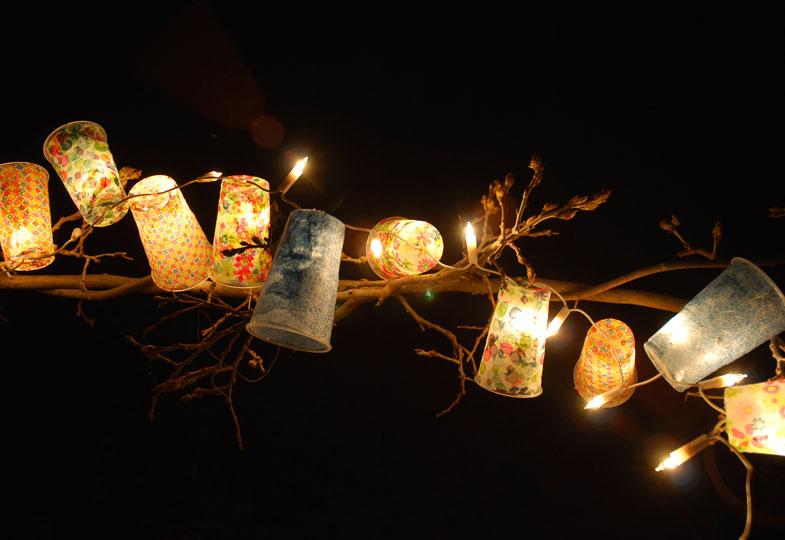 So stimmungsvoll leuchtet die selbstgemachte Girlande im Dunkeln