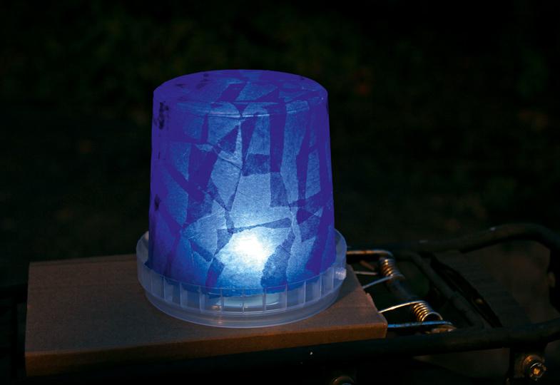 Fertig! So toll leuchtet das Blaulicht im Dunkeln