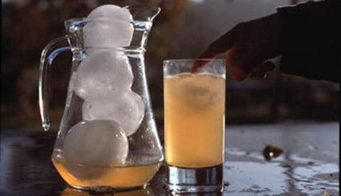 Gefrorene Wasserbomben: Eiskunst