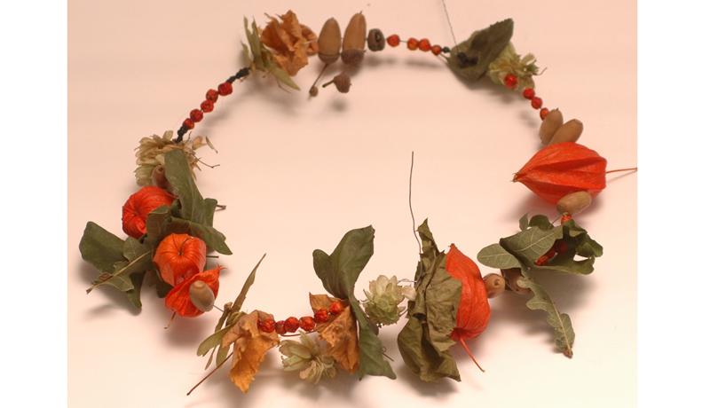 Ketten aus Naturmaterialien : Herbstlicher Schmuck 5