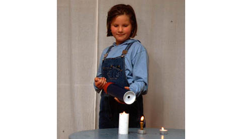 Mit Luftwirbeln Flammen auspusten: Kerzenlöschkanone