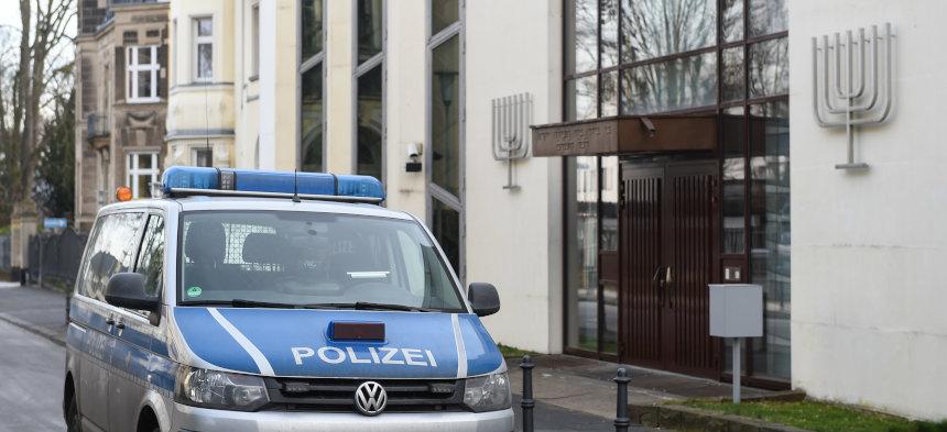 Jüdisches Gotteshaus unter Polizeischutz