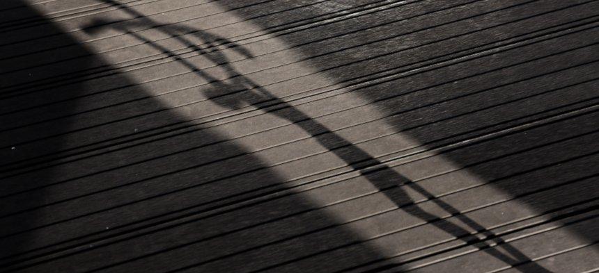 Schatten eines Kruzifixes