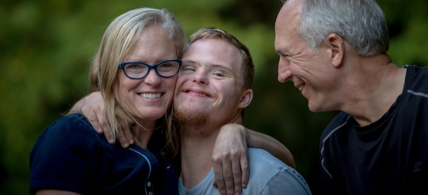Menschen mit und ohne Behinderung leben zusammen.