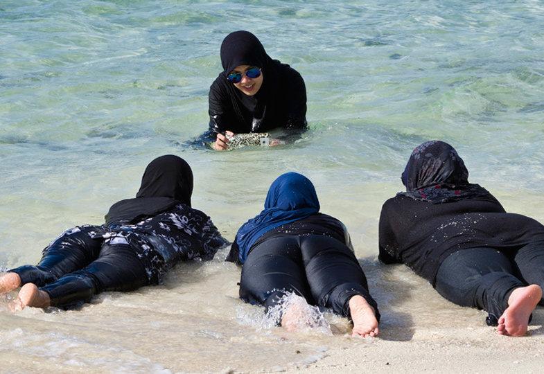 Burkini, Bikini, Badeanzug: alles erlaubt?