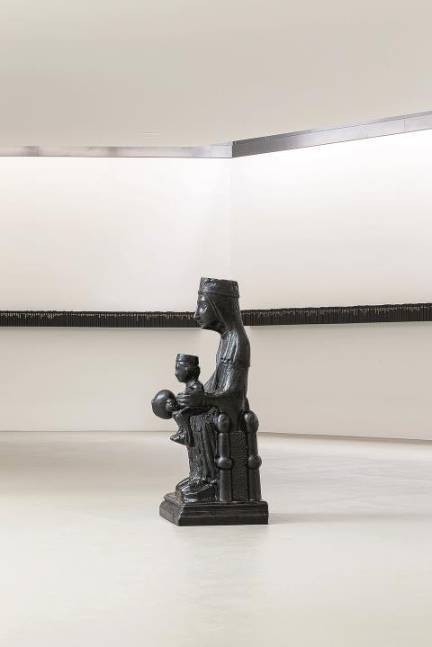 Aus Teer hat Theaster Gates diese schwarze Madonna geschaffen. Im Kunstmuseum Basel lotet der Künstler derzeit das tiefgründige Glaubensmotiv aus.