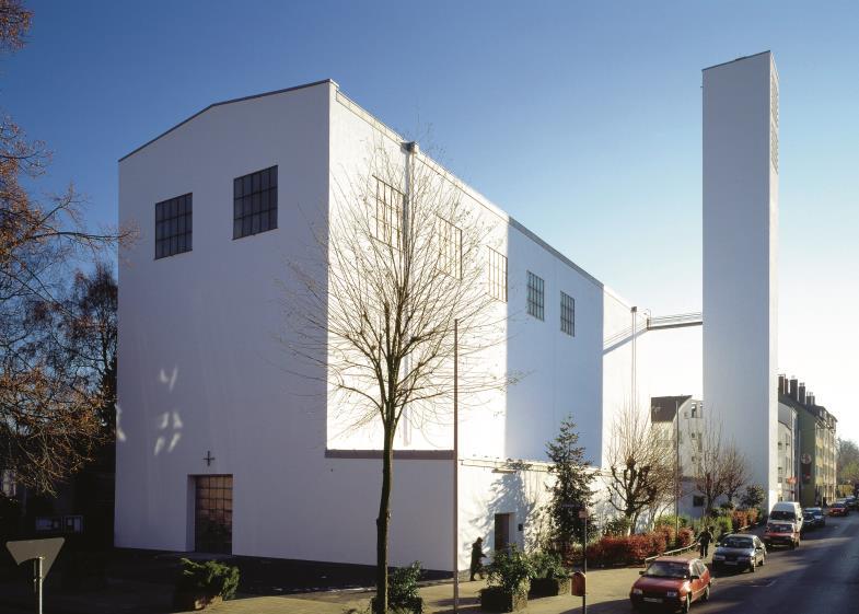 Zwar nicht direkt vom Bauhaus entworfen, aber doch eindeutig von seinem Stil beeinflusst: die Fronleichnamskirche in Aachen von Rudolf Schwarz.