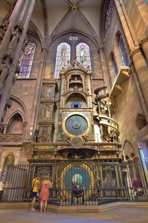 In neuem Glanz erstrahlt die astronomische Uhr, ein Anziehungspunkt im Straßburger Münster.