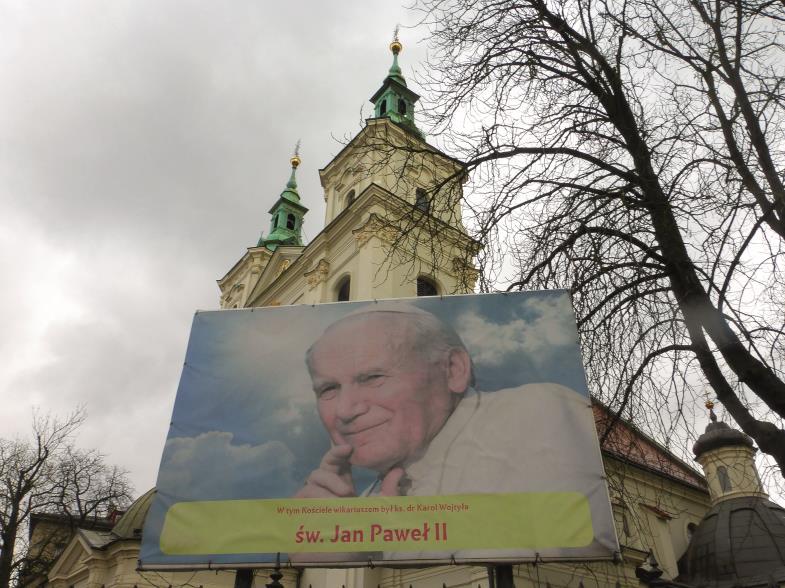 Vor allem Krakau wurde prägend für Karol Wojtyła. In der Kirche Sankt Florian war er Studentenseelsorger. Ein riesiges Plakat erinnert heute daran.