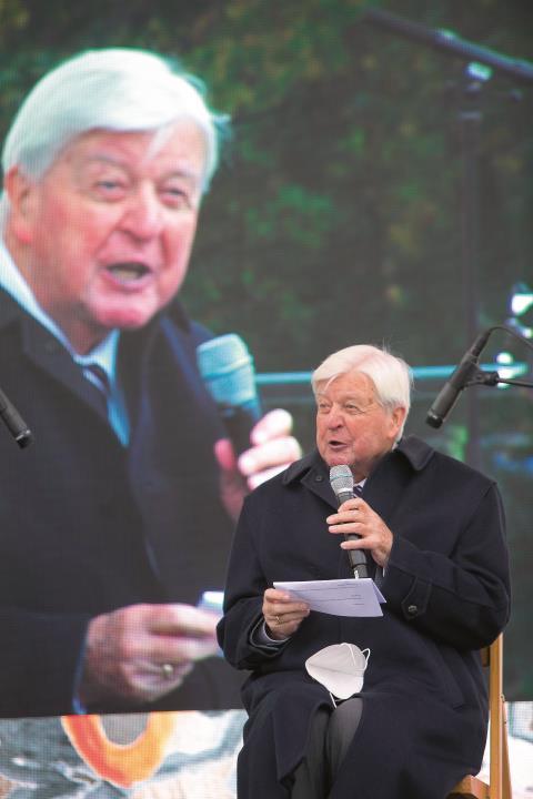 Hans Maier, geboren 1931, war Hochschullehrer, Minister, Präsident des Zentralkomitees der deutschen Katholiken. Unser Foto zeigt ihn bei einer Diskussion im letzten Oktober.