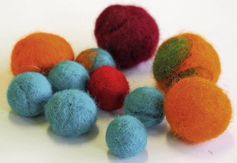 Farbe, Feder, Funkelstein - Fünf Gestaltungsideen für kreative Hände