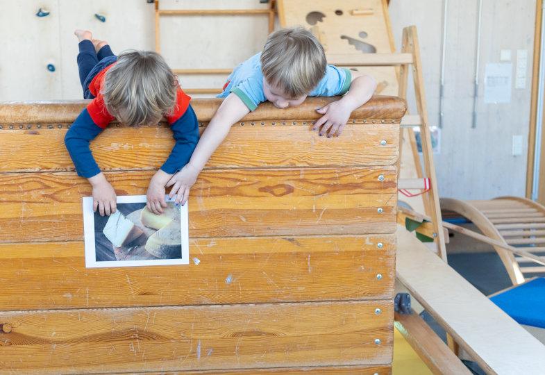 Im Mäuselabyrinth: Eine Gerätelandschaft zum Klettern, Balancieren und Hangeln