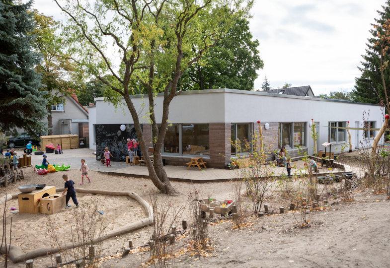 Kita Kinderlachen: Ein naturnahes Außengelände zum Toben und Forschen