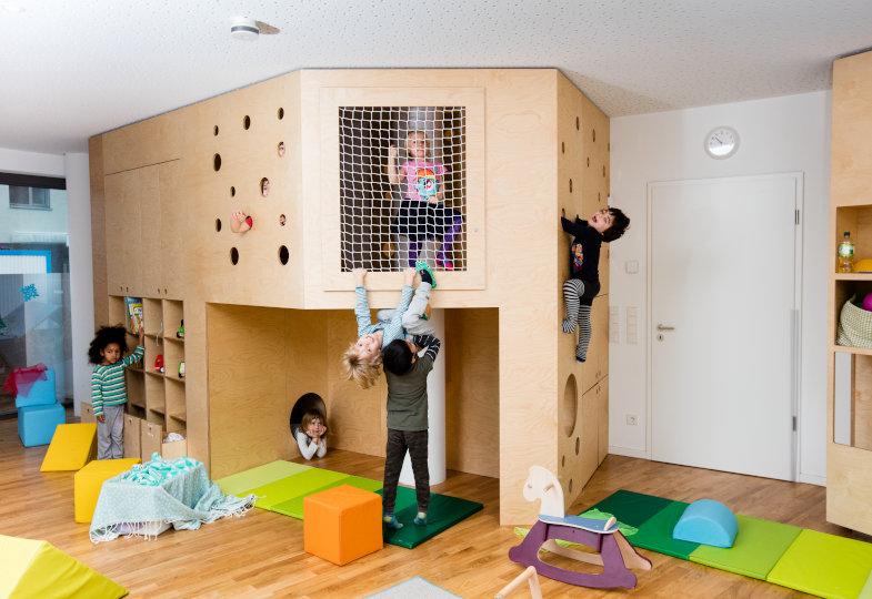 Kita Rabbit Street: Eine Schrankwand zum Klettern, Verstecken und Spielen