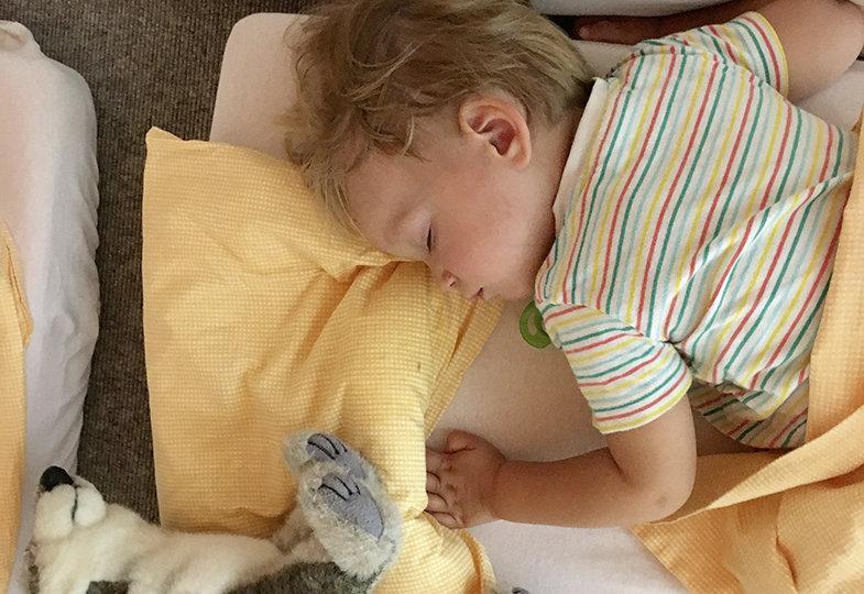 Kurze Auszeit für alle - Die Schlafbegleitung in der Krippe achtsam und responsiv gestalten