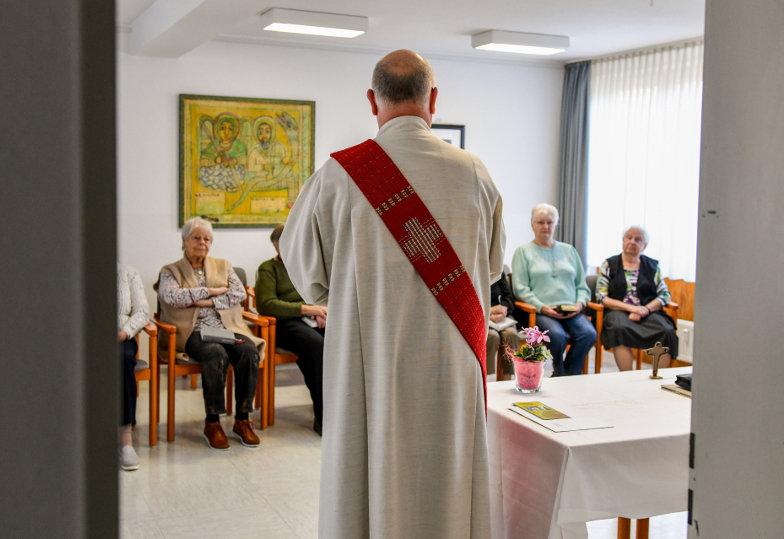 Ein Gottesdienst in einem Senioren- und Pflegeheim