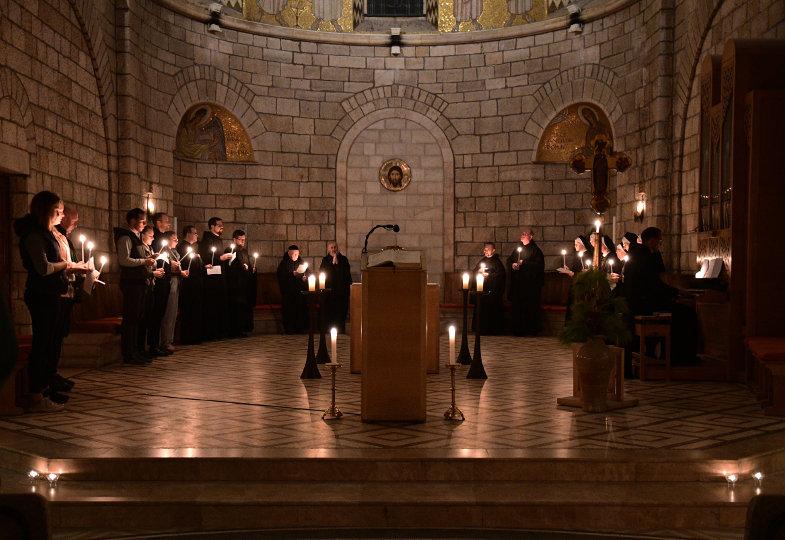 EIne Lichterfeier in der Abteikirche der Dormitio in Jerusalem