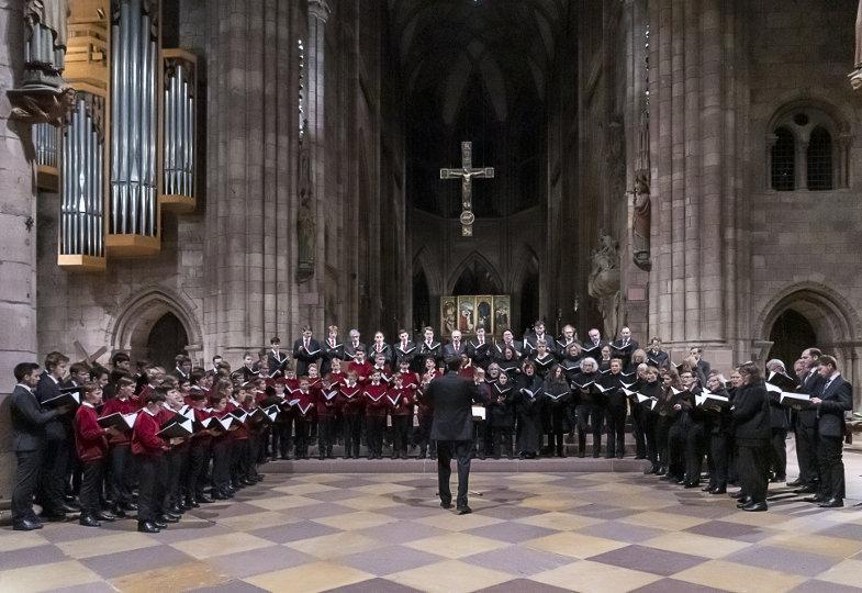 Die Freiburger Domsingknaben und die Freiburger Domkapelle singen im Freiburger Münster