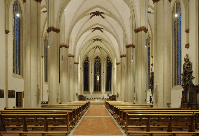 Innenraum der Überwasserkirche, Münster, bei künstlichem Licht