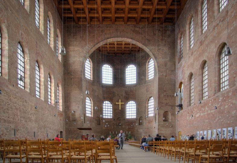 Die Konstantenbasilika in Trier von Innen