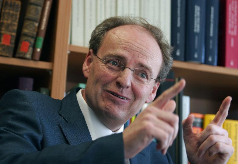 """Ein Gespräch mit dem Kirchengeschichtler Hubert Wolf: """"Nicht nur willige Vollstrecker"""""""