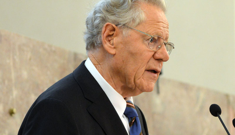 Hans Küng, Theologe und Konzilsberater während eines Vortrags