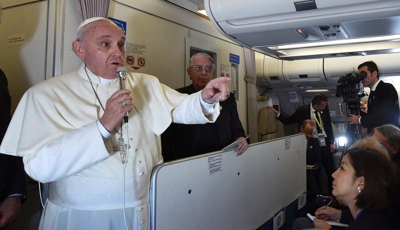 Papst Franziskus: Pressekonferenz im Flieger
