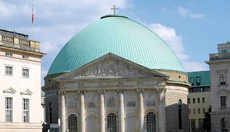 Die Hedwigskathedrale am Forum Fridericianum