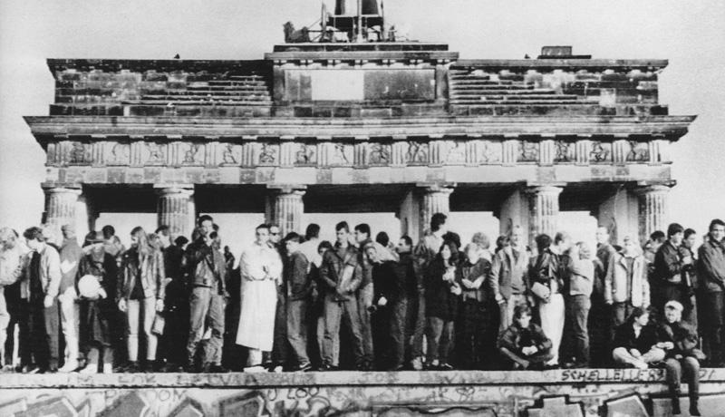 Mauerfall 1989 vor dem Brandenburger Tor