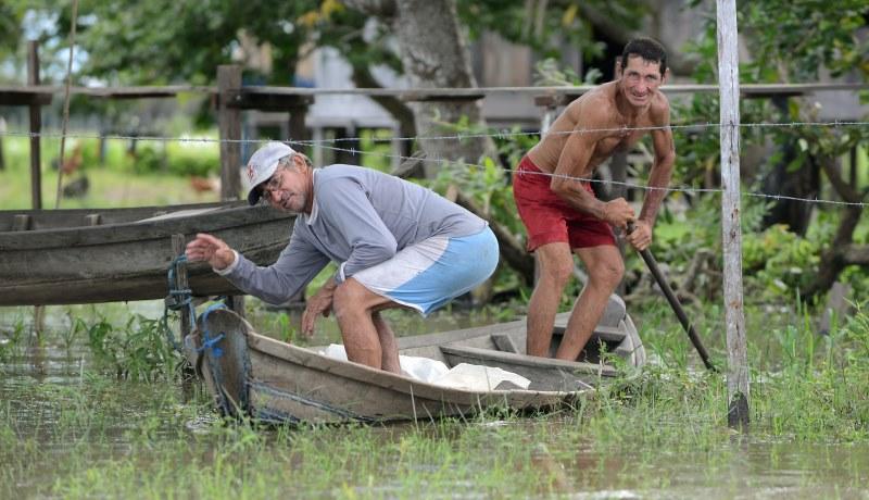 Menschen am Amazonas leiden unter Armut und Ausbeutung