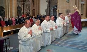 Frauen ins Diakonat - ja oder nein? Das will Papst Franziskus nun prüfen lassen und sorgt mit seiner Äußerung erneut für Wirbel.