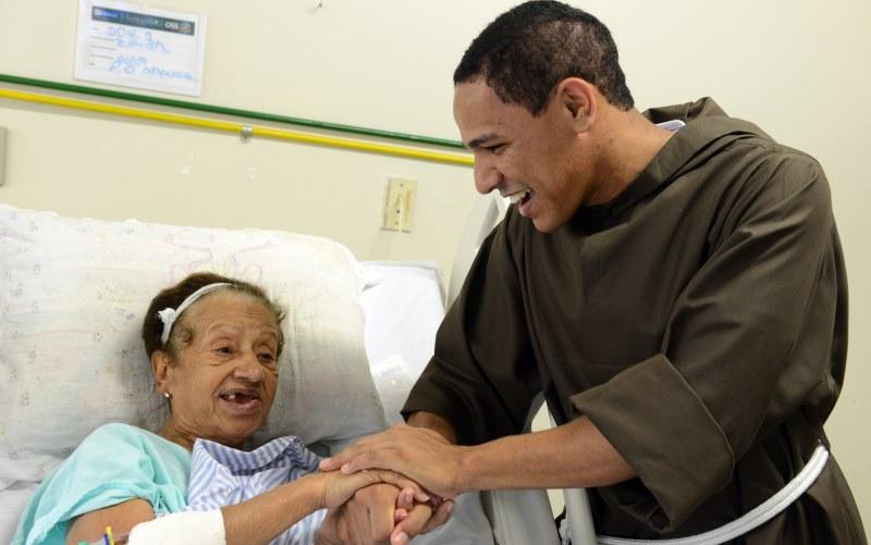 Mönch im Krankenhaus
