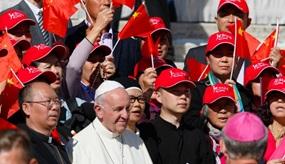 Papst Franziskus mit Pilgern aus China