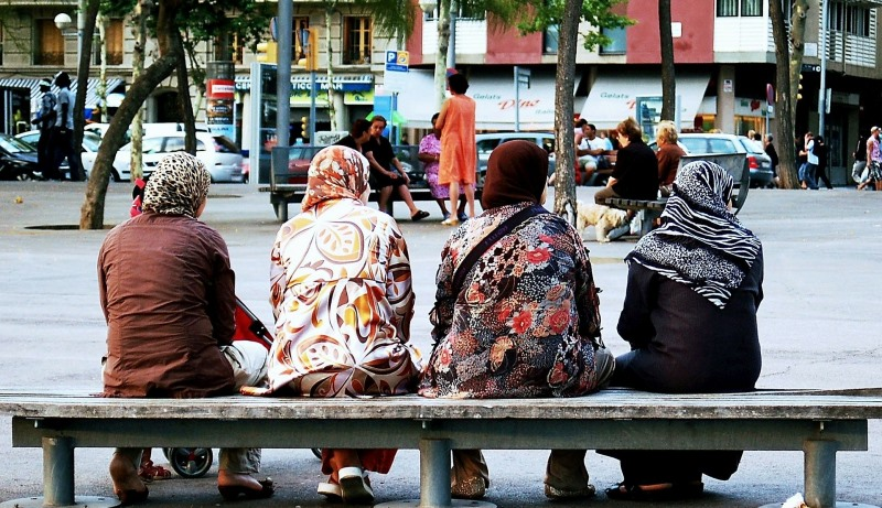 Muslima mit Kopftüchern