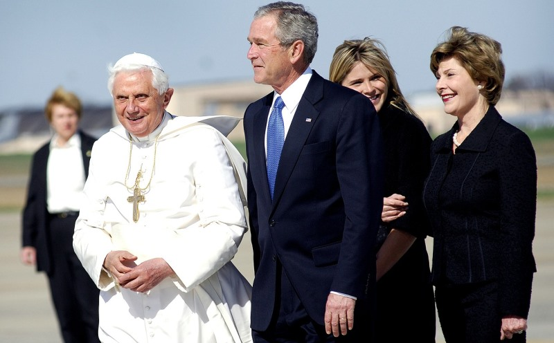 George W. Bush und Papst Benedikt XVI.