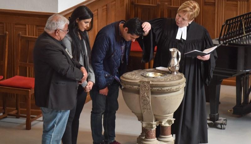Taufe von Flüchtlingen