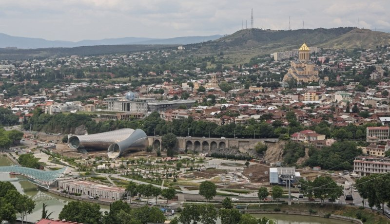 Blick auf Georgiens Hauptstadt Tiflis