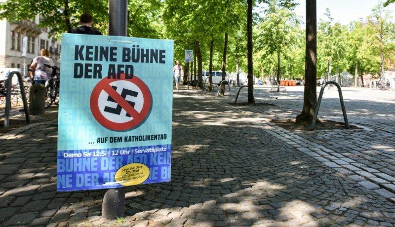 Anti-AfD-Schild auf Straße