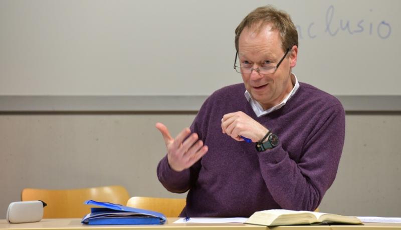 Pater Wucherpfennig während einer Vorlesung