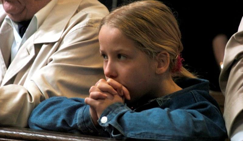 Betendes Mädchen