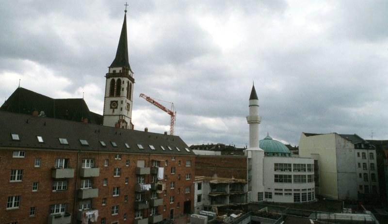 Kirche und Moschee nebeneinander
