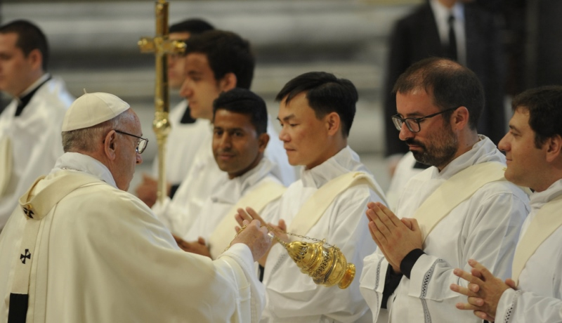 Priesterweihe im Petersdom mit Papst Franziskus