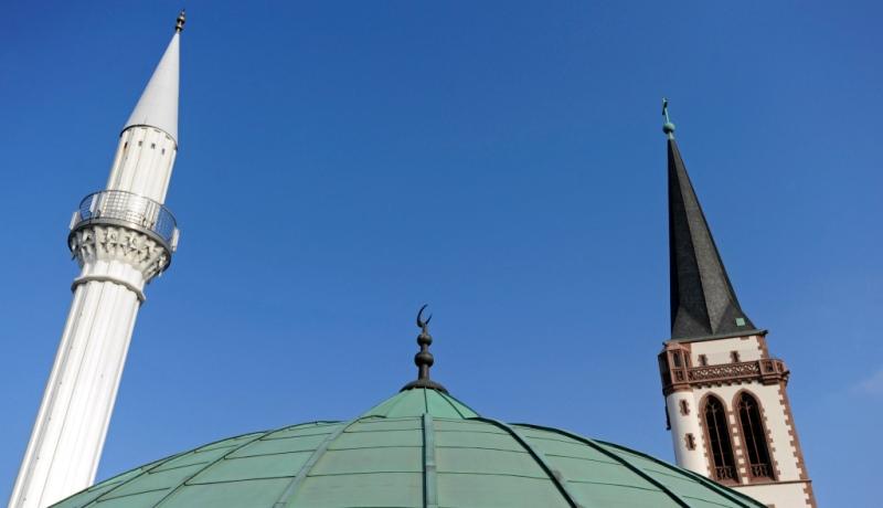Katholische Kirche und Moschee in Mannheim