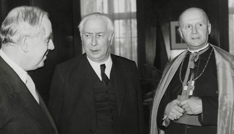 Berlin-Schöneberger Bürgermeister Ernst Reuter, Bundepräsident Theodor Heuss und Bischof Wilhelm Weskamm 1953