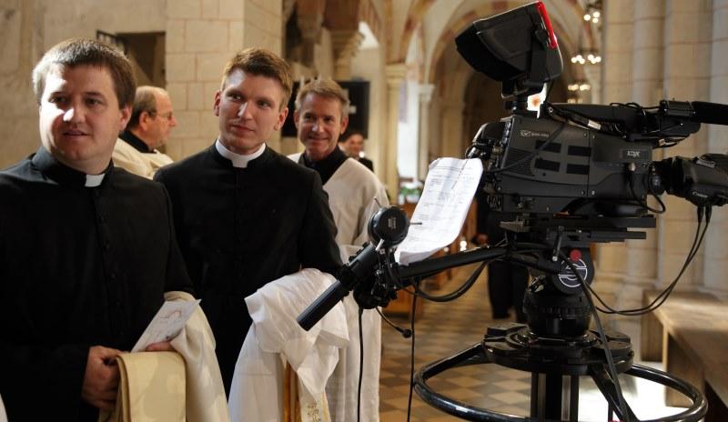 Priester in den Medien